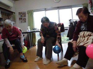 20151103今回は、ボールを使った体操を少しご紹介したいと思います☆2